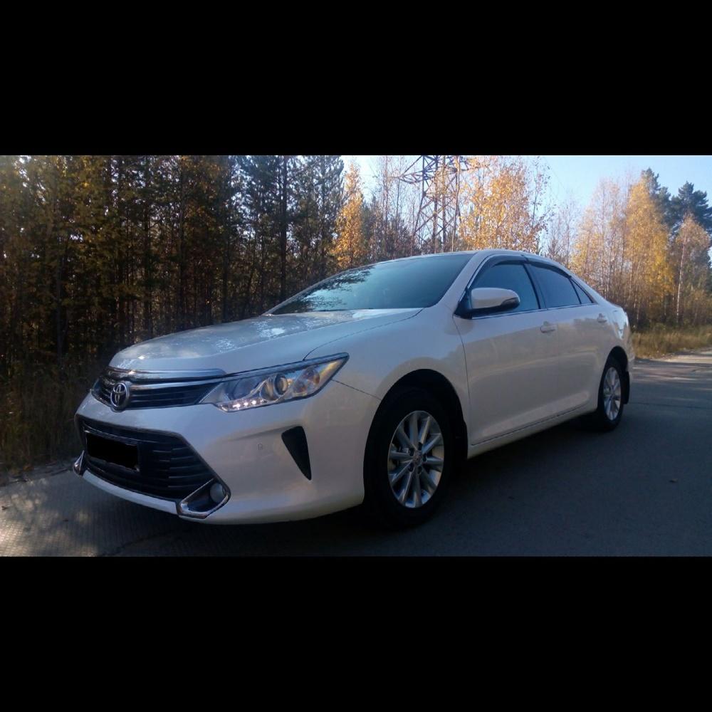 Подержанный Toyota Camry, отличное состояние, белый перламутр, 2015 года выпуска, цена 1 400 000 руб. в ао. Ханты-Мансийском Автономном округе - Югре