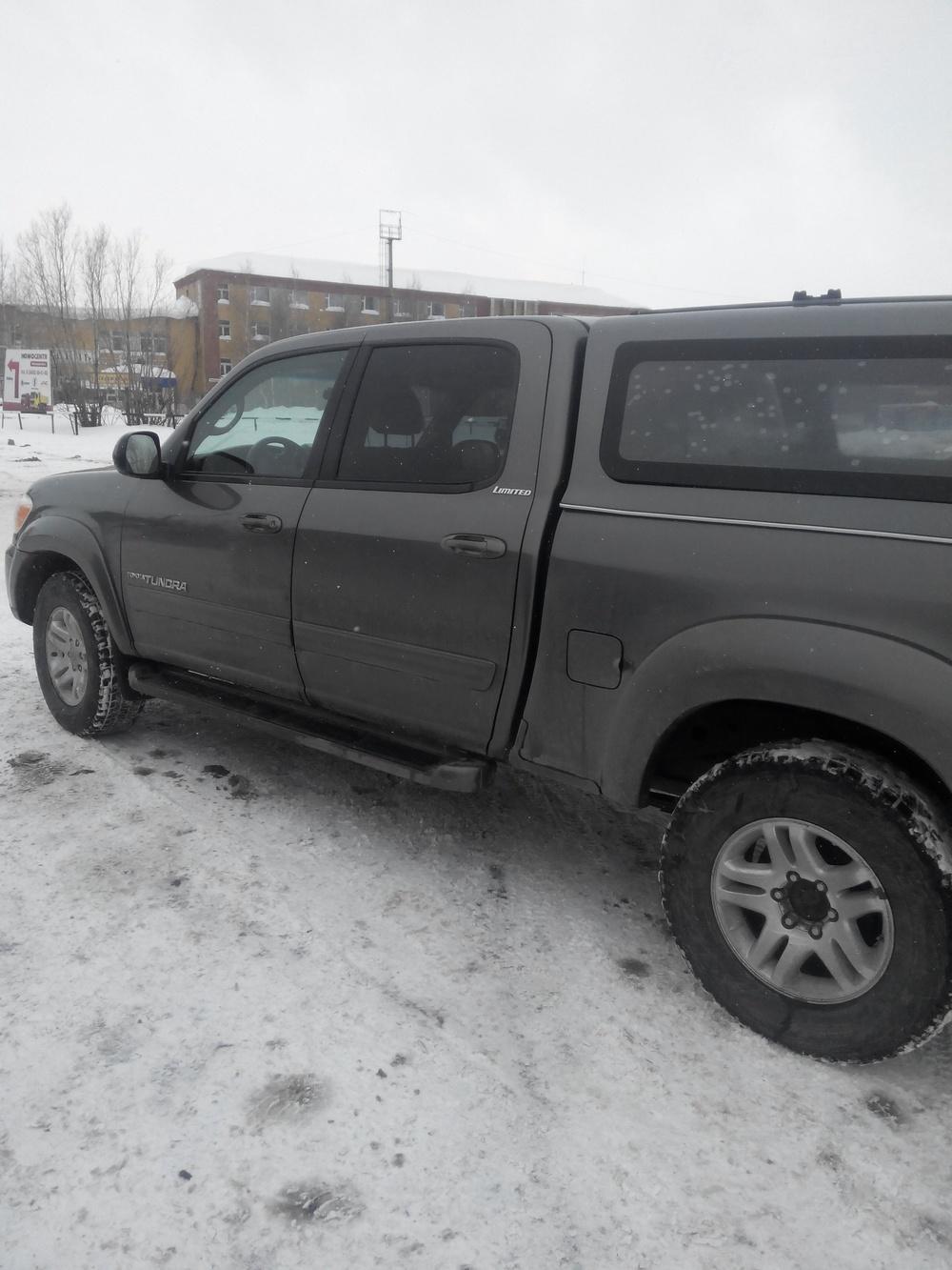 Подержанный Toyota Tundra, отличное состояние, серый металлик, 2005 года выпуска, цена 950 000 руб. в ао. Ханты-Мансийском Автономном округе - Югре