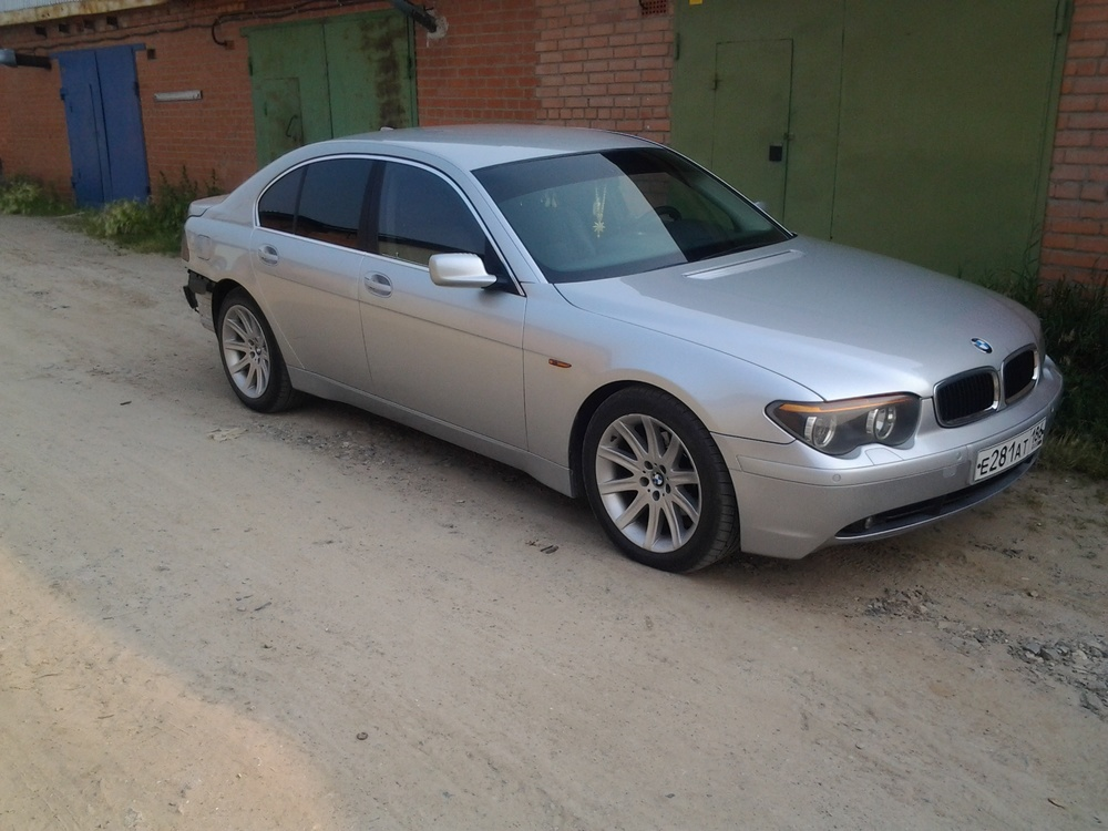 Подержанный BMW 7 серия, хорошее состояние, серебряный , 2001 года выпуска, цена 450 000 руб. в ао. Ханты-Мансийском Автономном округе - Югре