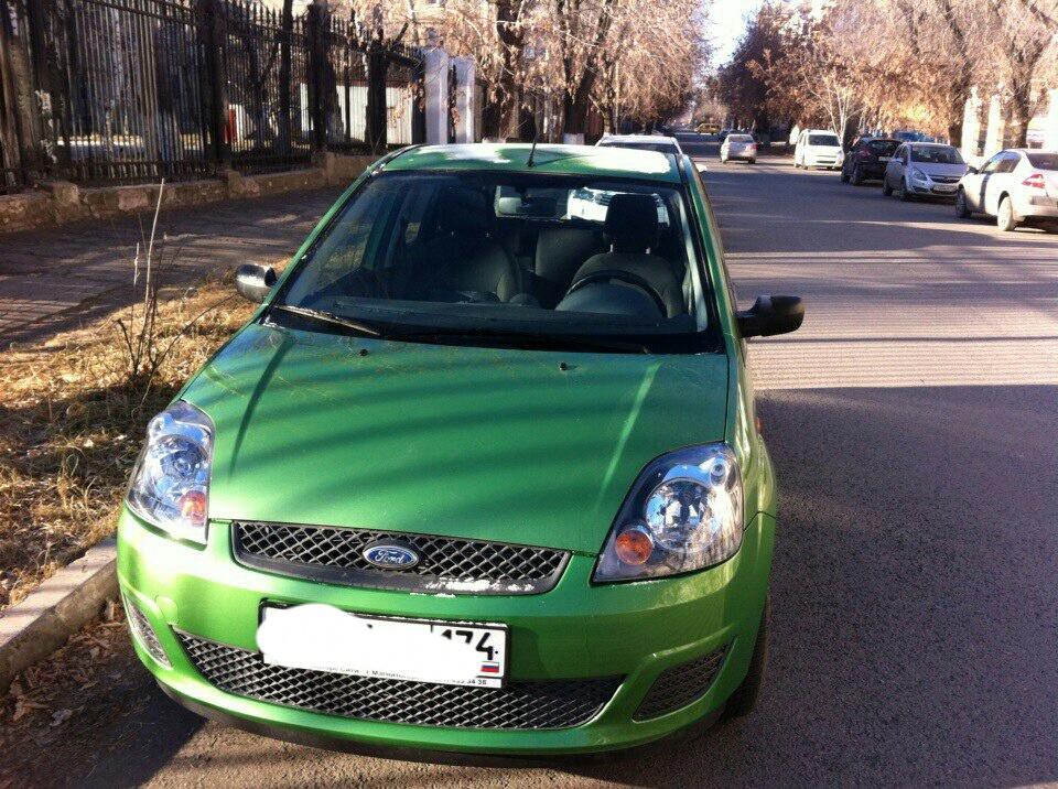 Подержанный Ford Fiesta, хорошее состояние, зеленый , 2008 года выпуска, цена 290 000 руб. в Челябинской области