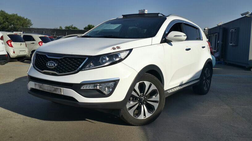 Подержанный Kia Sportage, отличное состояние, белый , 2012 года выпуска, цена 1 200 000 руб. в ао. Ханты-Мансийском Автономном округе - Югре