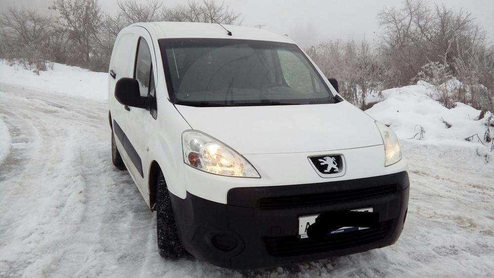 Подержанный Peugeot Partner, отличное состояние, белый , 2011 года выпуска, цена 520 000 руб. в Смоленской области