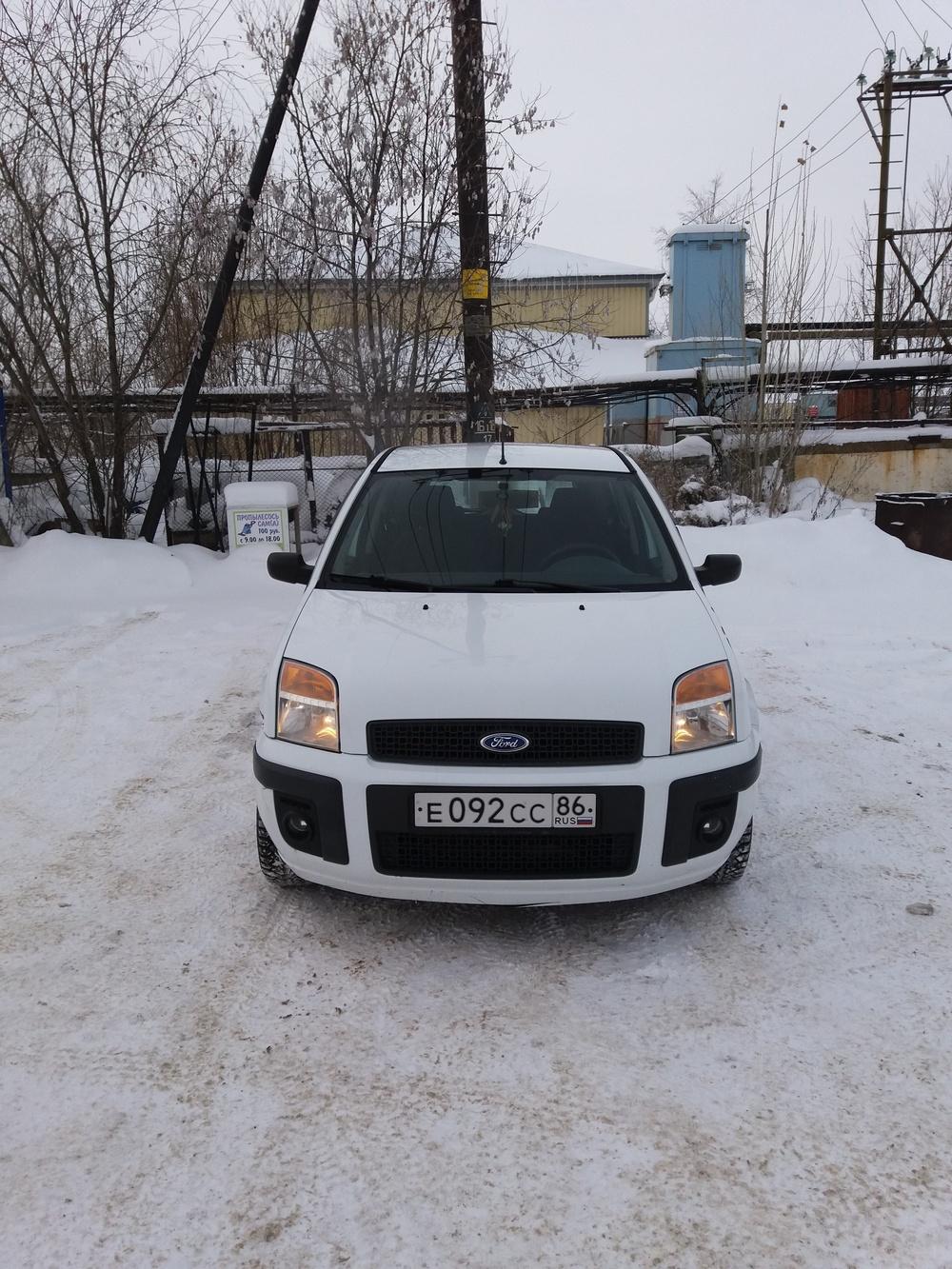 Подержанный Ford Fusion, хорошее состояние, белый , 2007 года выпуска, цена 250 000 руб. в ао. Ханты-Мансийском Автономном округе - Югре