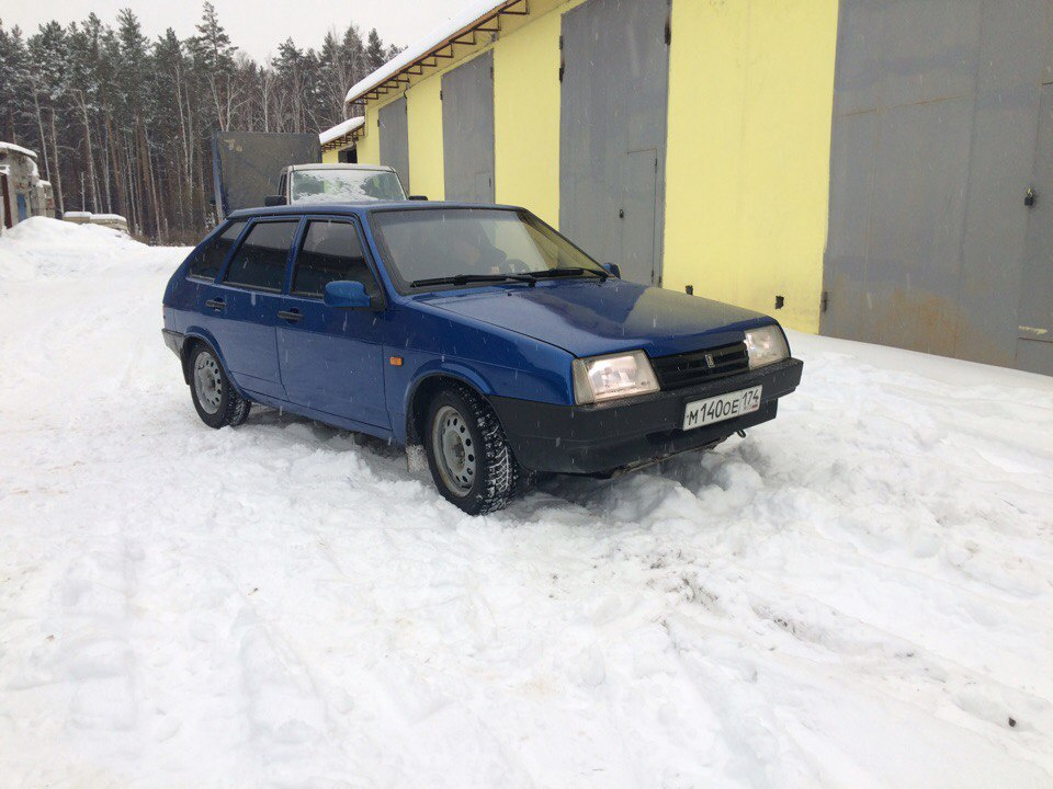Подержанный ВАЗ (Lada) 2109, хорошее состояние, синий , 2002 года выпуска, цена 90 000 руб. в Челябинской области