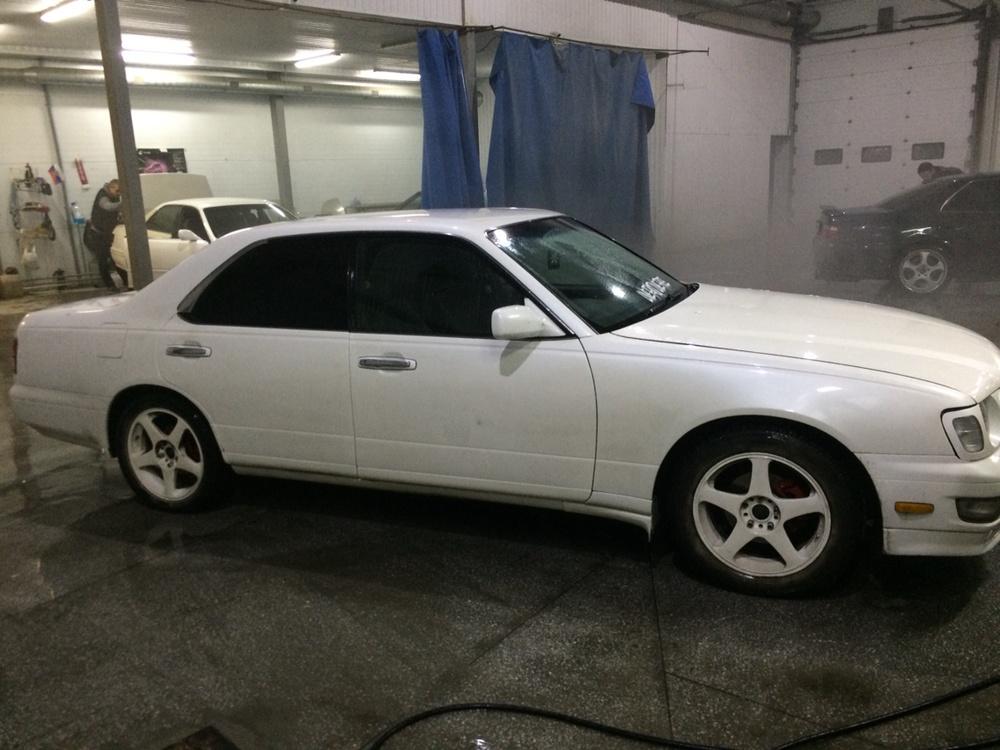 Подержанный Nissan Cedric, хорошее состояние, белый перламутр, 1998 года выпуска, цена 320 000 руб. в ао. Ханты-Мансийском Автономном округе - Югре