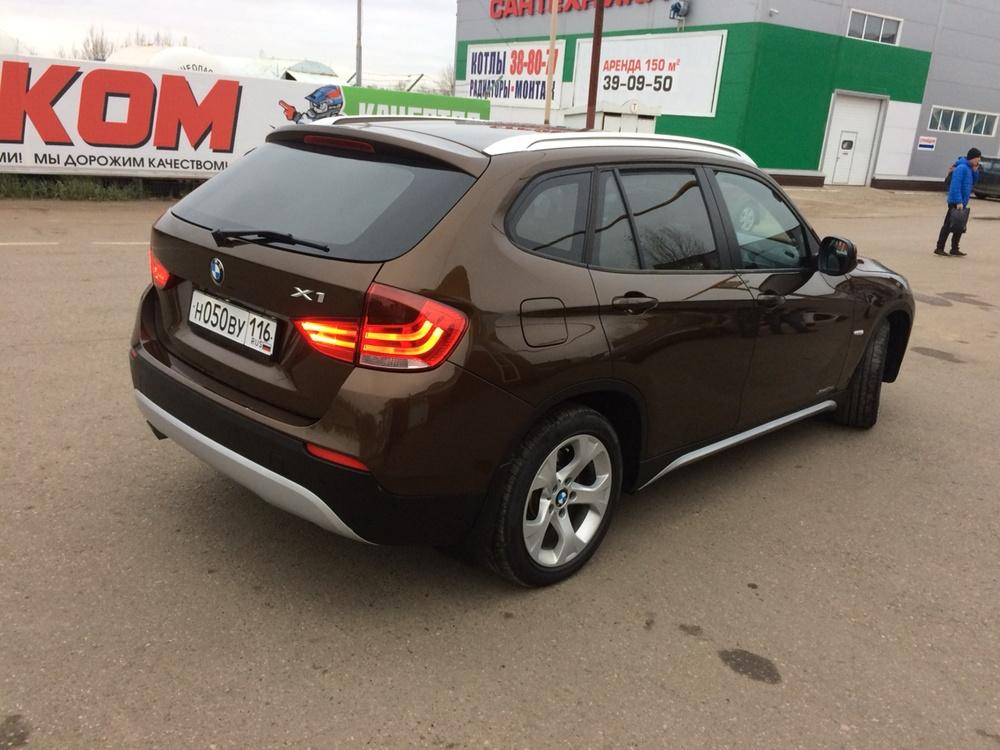 Подержанный BMW X1, отличное состояние, коричневый металлик, 2010 года выпуска, цена 857 000 руб. в республике Татарстане