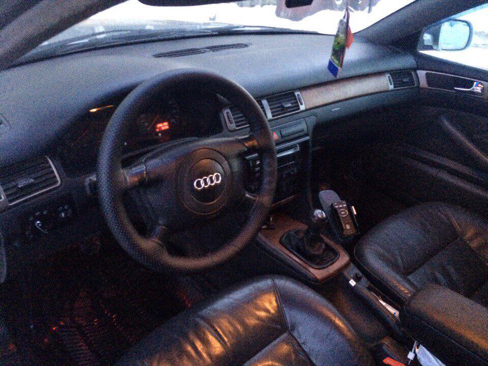 Подержанный Audi A6, хорошее состояние, серебряный , 1998 года выпуска, цена 250 000 руб. в Смоленской области