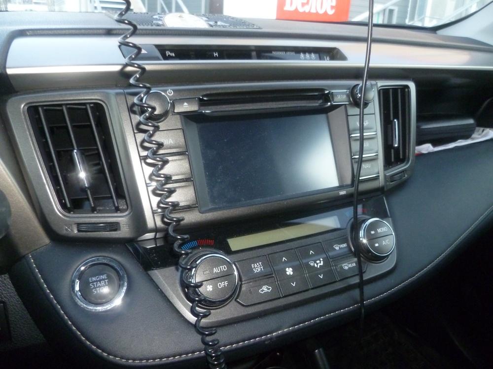 Подержанный Toyota RAV4, отличное состояние, белый перламутр, 2014 года выпуска, цена 1 550 000 руб. в ао. Ханты-Мансийском Автономном округе - Югре