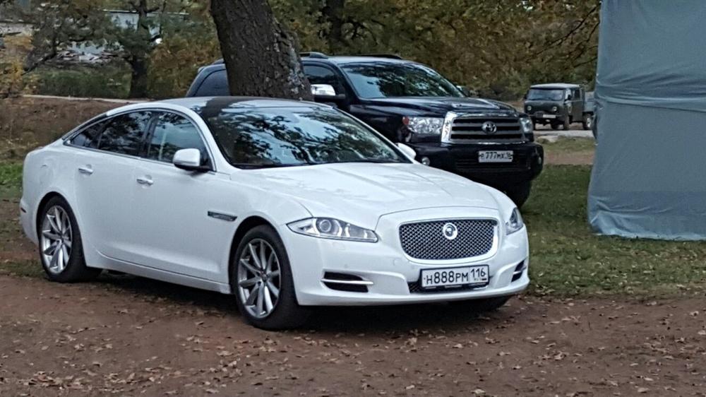 Подержанный Jaguar XJ, отличное состояние, белый , 2011 года выпуска, цена 1 600 000 руб. в республике Татарстане