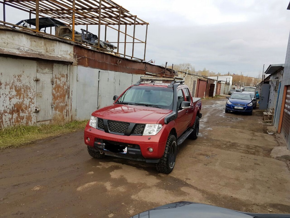 Подержанный Nissan Navara, хорошее состояние, красный , 2008 года выпуска, цена 1 300 000 руб. в республике Татарстане