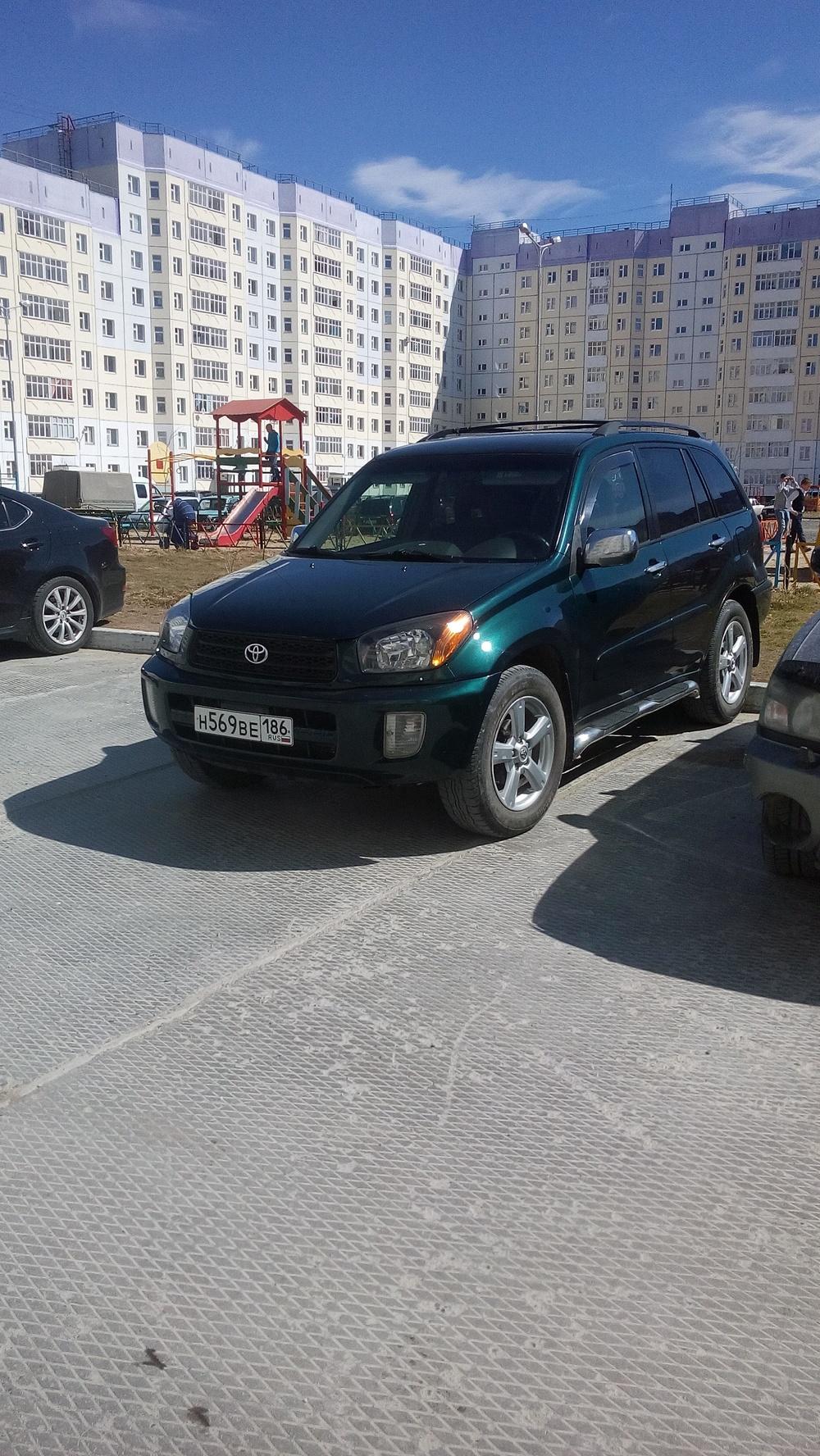 Подержанный Toyota RAV4, отличное состояние, зеленый металлик, 2001 года выпуска, цена 410 000 руб. в ао. Ханты-Мансийском Автономном округе - Югре