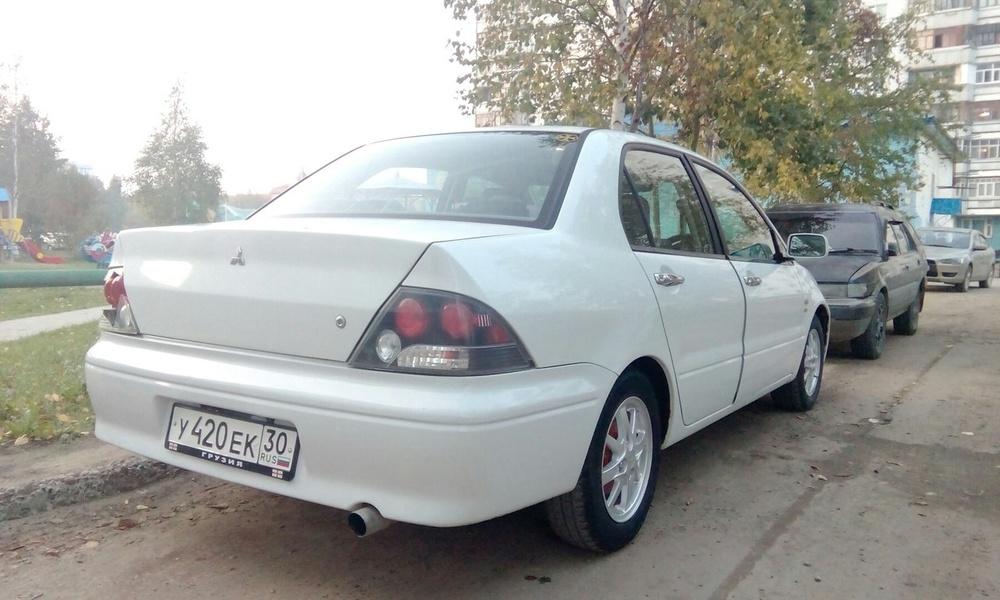 Подержанный Mitsubishi Cedia, хорошее состояние, белый , 2000 года выпуска, цена 185 000 руб. в ао. Ханты-Мансийском Автономном округе - Югре