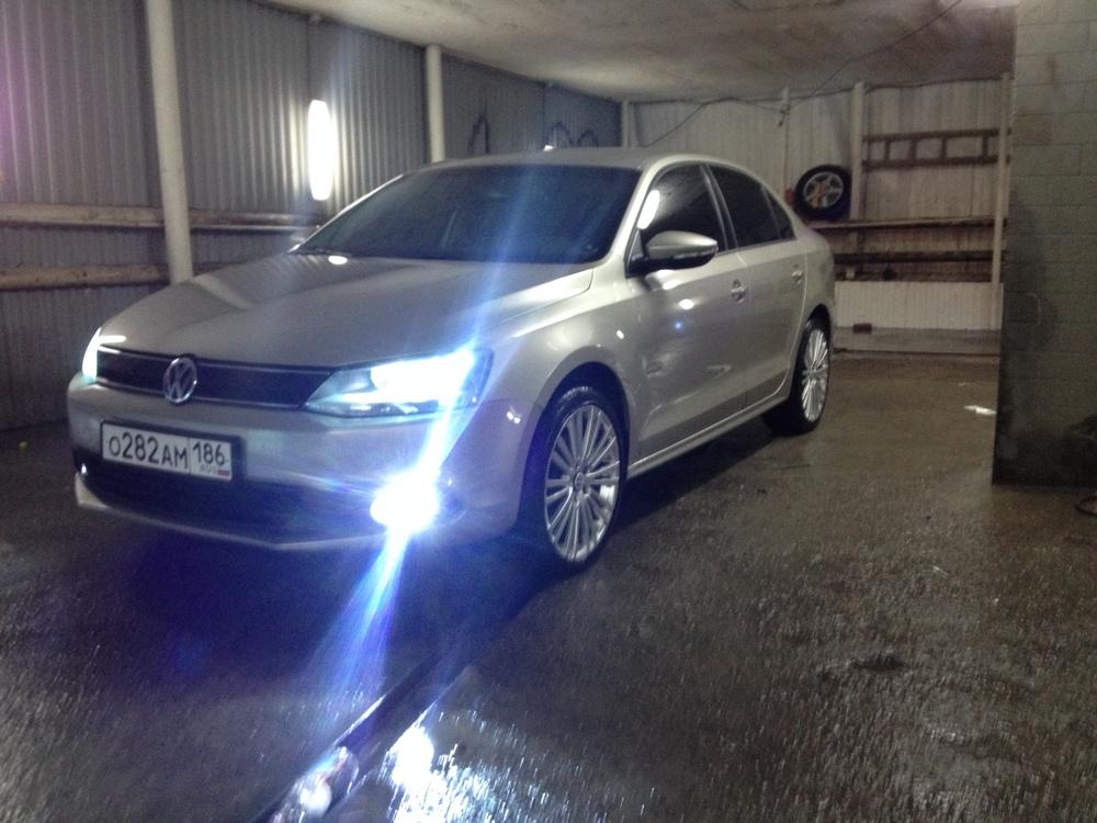 Подержанный Volkswagen Jetta, отличное состояние, бронзовый , 2012 года выпуска, цена 700 000 руб. в ао. Ханты-Мансийском Автономном округе - Югре