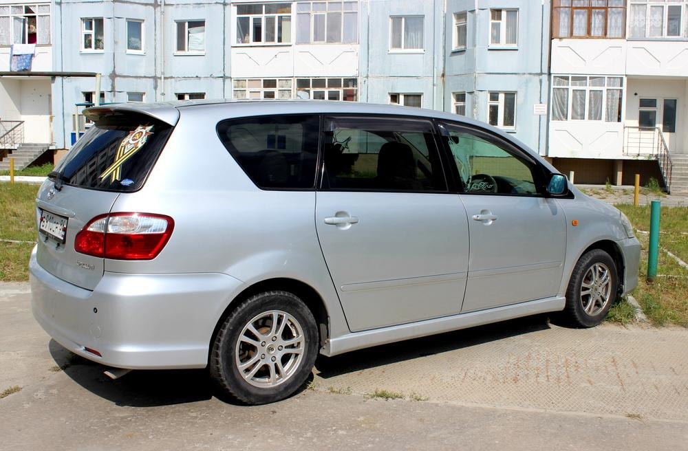 Подержанный Toyota Ipsum, отличное состояние, серебряный , 2004 года выпуска, цена 500 000 руб. в ао. Ханты-Мансийском Автономном округе - Югре