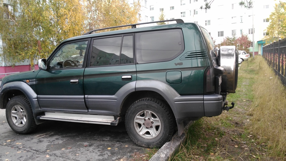Подержанный Toyota Land Cruiser, хорошее состояние, зеленый , 2001 года выпуска, цена 400 000 руб. в ао. Ханты-Мансийском Автономном округе - Югре