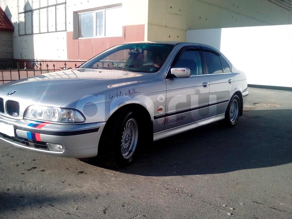 Подержанный BMW 5 серия, отличное состояние, серебряный металлик, 1998 года выпуска, цена 450 000 руб. в ао. Ханты-Мансийском Автономном округе - Югре