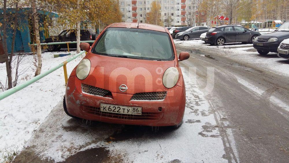 Подержанный Nissan March, среднее состояние, оранжевый , 2002 года выпуска, цена 150 000 руб. в ао. Ханты-Мансийском Автономном округе - Югре