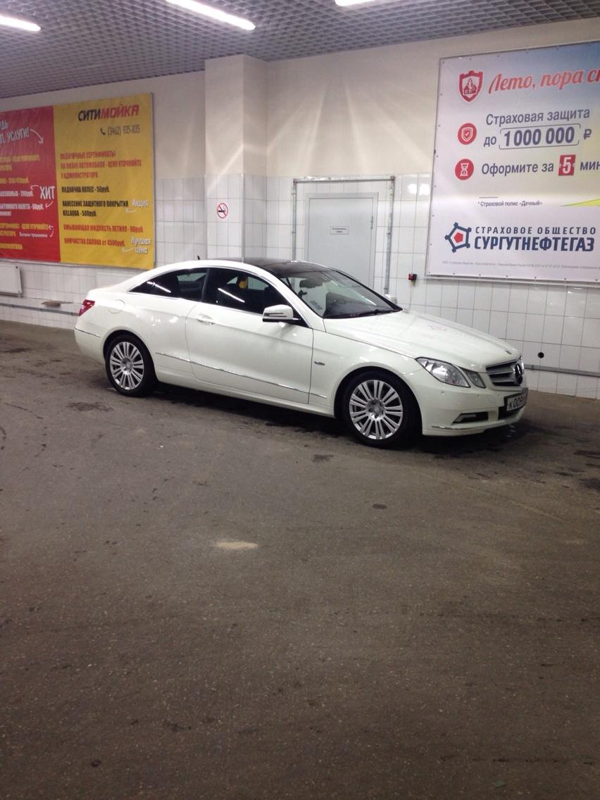 Подержанный Mercedes-Benz E-Класс, отличное состояние, белый , 2010 года выпуска, цена 1 100 000 руб. в ао. Ханты-Мансийском Автономном округе - Югре