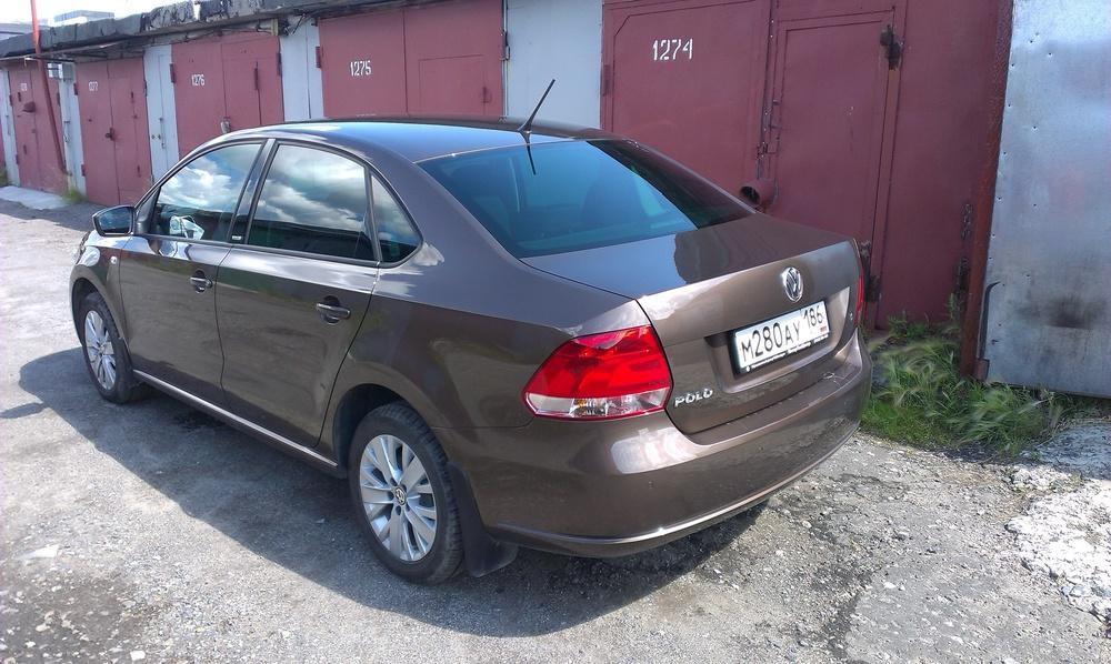 Подержанный Volkswagen Polo, отличное состояние, коричневый , 2014 года выпуска, цена 515 000 руб. в ао. Ханты-Мансийском Автономном округе - Югре