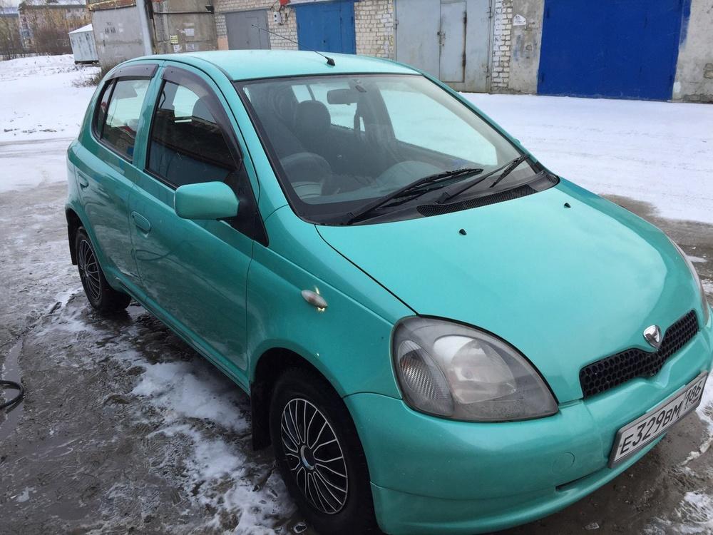 Подержанный Toyota Vitz, отличное состояние, зеленый , 2000 года выпуска, цена 180 000 руб. в ао. Ханты-Мансийском Автономном округе - Югре