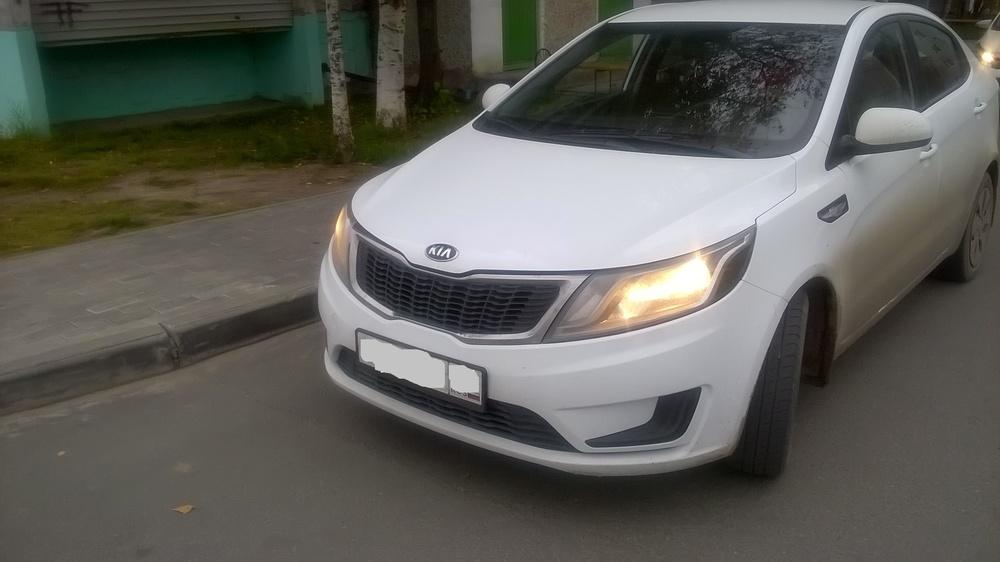 Подержанный Kia Rio, хорошее состояние, белый , 2014 года выпуска, цена 550 000 руб. в ао. Ханты-Мансийском Автономном округе - Югре