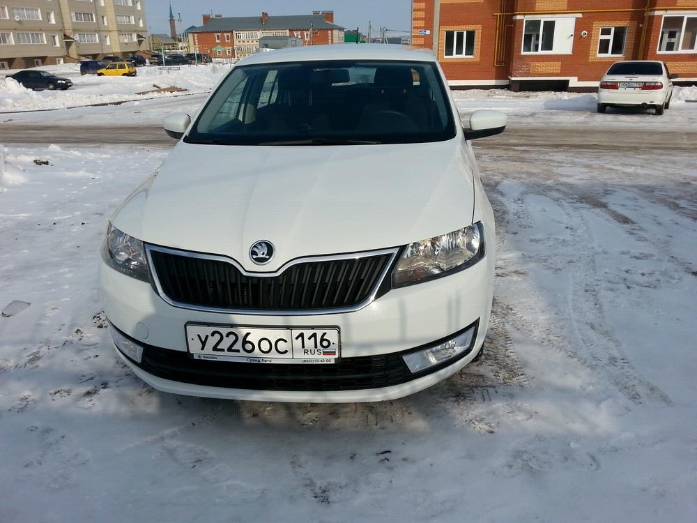 Подержанный Skoda Rapid, отличное состояние, белый , 2014 года выпуска, цена 550 000 руб. в республике Татарстане
