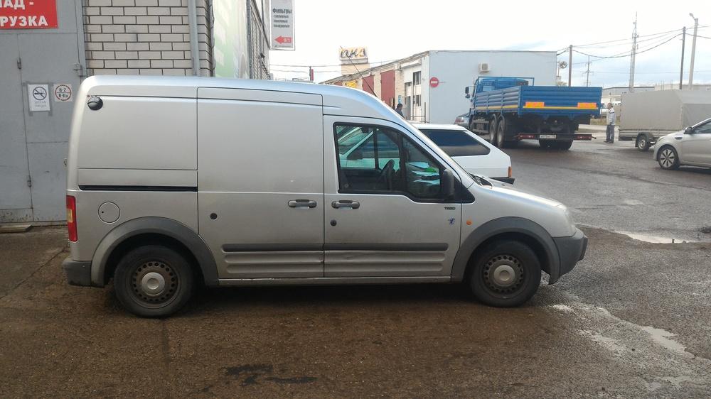 Подержанный Ford Transit Connect, хорошее состояние, серебряный перламутр, 2002 года выпуска, цена 220 000 руб. в республике Татарстане