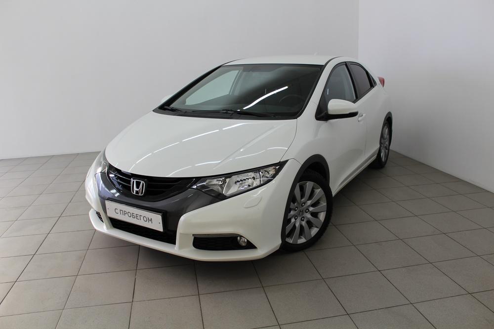 Honda Civic с пробегом, белый перламутр, хорошее состояние, 2013 года выпуска, цена 820 000 руб. в автосалоне  ()