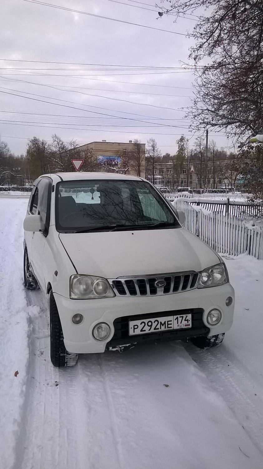 Подержанный Daihatsu Terios, среднее состояние, белый , 2002 года выпуска, цена 150 000 руб. в Челябинской области