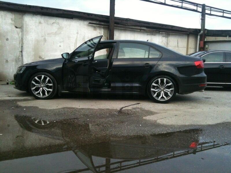 Подержанный Volkswagen Jetta, отличное состояние, черный металлик, 2012 года выпуска, цена 750 000 руб. в ао. Ханты-Мансийском Автономном округе - Югре