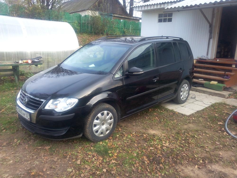 Подержанный Volkswagen Touran, хорошее состояние, черный металлик, 2010 года выпуска, цена 550 000 руб. в Смоленской области
