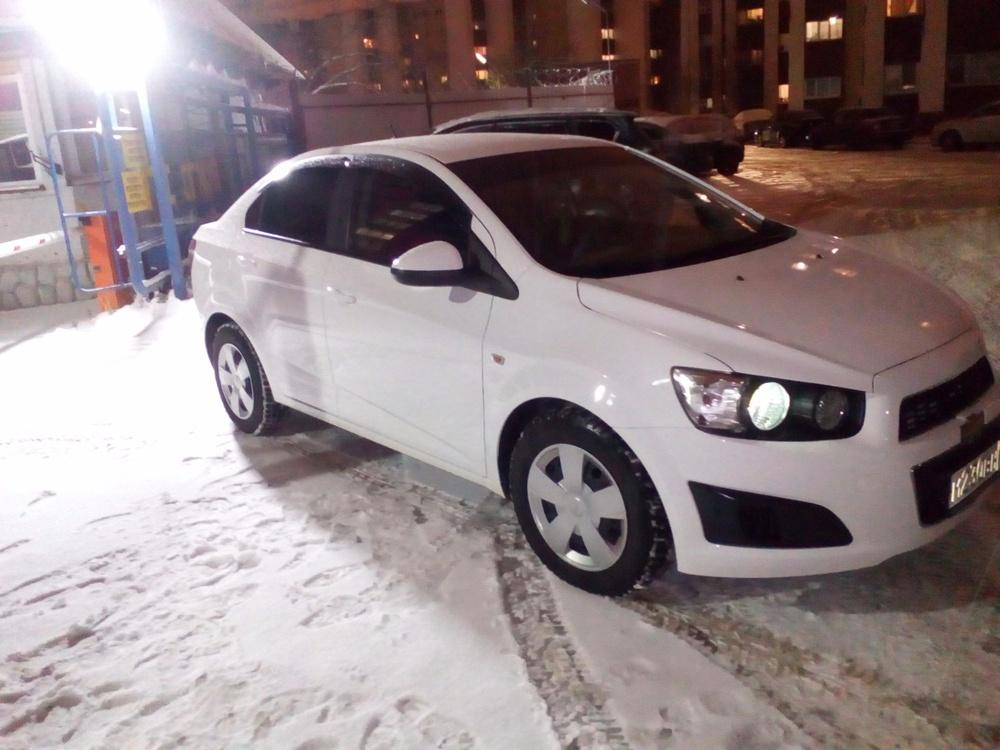 Подержанный Chevrolet Aveo, отличное состояние, белый , 2014 года выпуска, цена 500 000 руб. в ао. Ханты-Мансийском Автономном округе - Югре