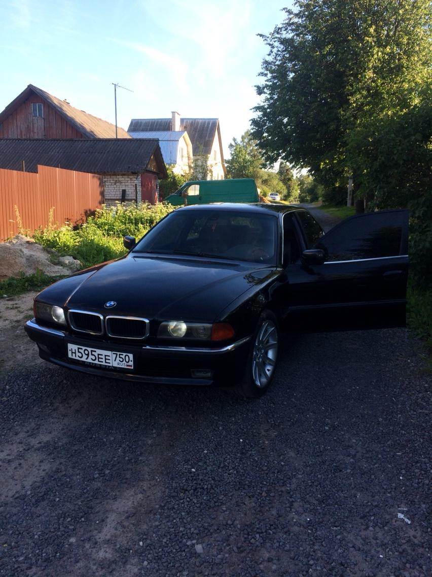 Подержанный BMW 7 серия, хорошее состояние, черный , 1996 года выпуска, цена 290 000 руб. в Смоленской области