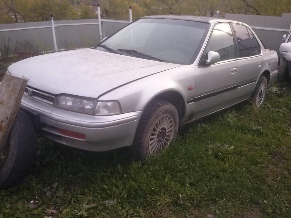 Подержанный Honda Accord, хорошее состояние, серебряный , 1993 года выпуска, цена 80 000 руб. в Челябинской области