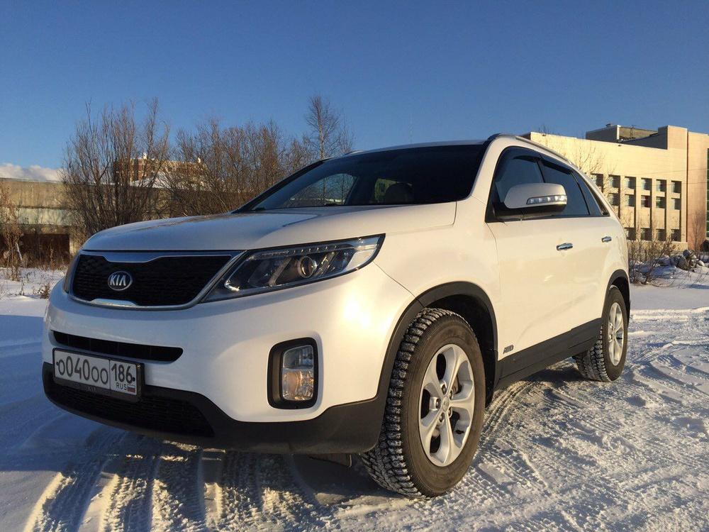 Подержанный Kia Sorento, отличное состояние, белый , 2012 года выпуска, цена 1 200 000 руб. в ао. Ханты-Мансийском Автономном округе - Югре