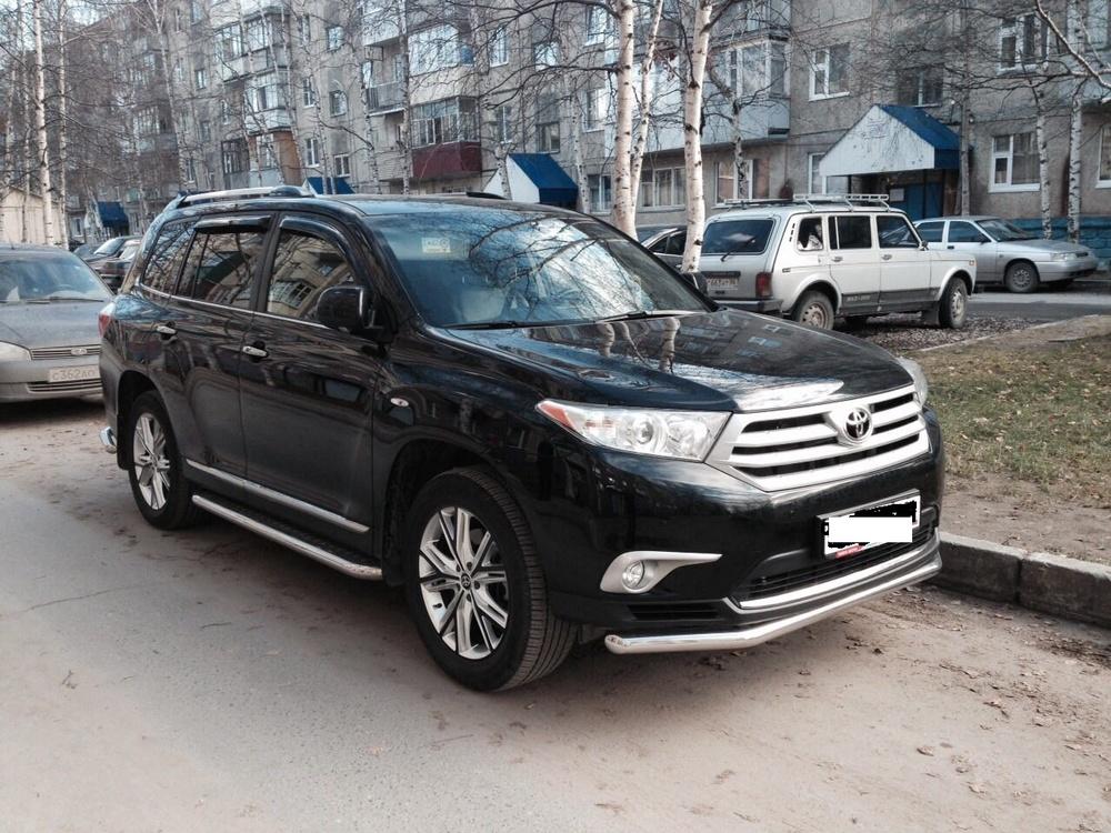 Подержанный Toyota Highlander, отличное состояние, черный , 2013 года выпуска, цена 1 880 000 руб. в ао. Ханты-Мансийском Автономном округе - Югре