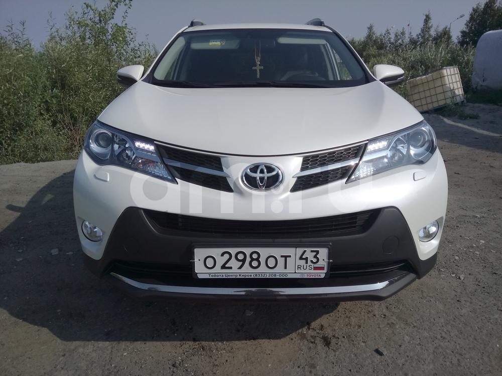 Подержанный Toyota RAV4, отличное состояние, белый перламутр, 2014 года выпуска, цена 1 400 000 руб. в ао. Ханты-Мансийском Автономном округе - Югре