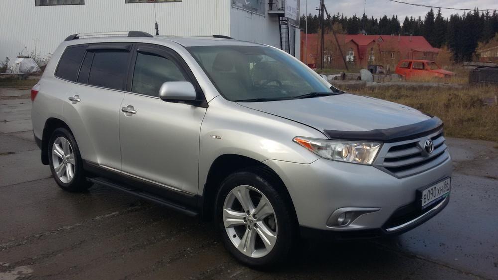 Подержанный Toyota Highlander, отличное состояние, серебряный металлик, 2011 года выпуска, цена 1 550 000 руб. в ао. Ханты-Мансийском Автономном округе - Югре