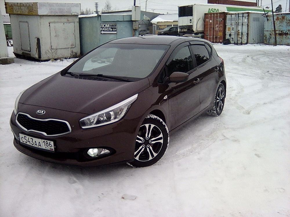 Подержанный Kia Cee'd, отличное состояние, коричневый металлик, 2012 года выпуска, цена 635 000 руб. в ао. Ханты-Мансийском Автономном округе - Югре