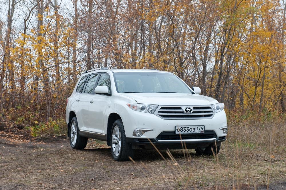 Подержанный Toyota Highlander, отличное состояние, белый перламутр, 2011 года выпуска, цена 1 350 000 руб. в Челябинской области