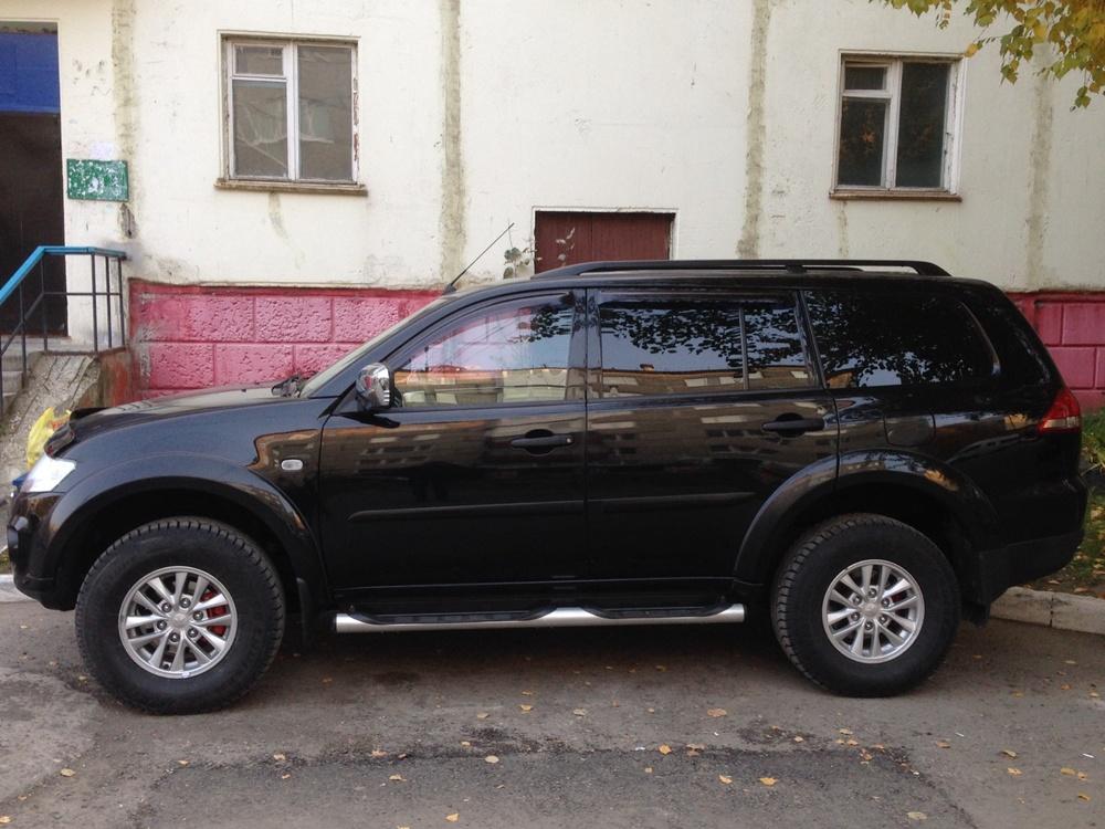 Подержанный Mitsubishi Pajero Sport, отличное состояние, черный , 2013 года выпуска, цена 1 380 000 руб. в ао. Ханты-Мансийском Автономном округе - Югре