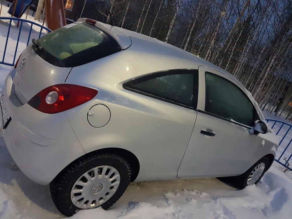 Подержанный Opel Corsa, отличное состояние, серебряный металлик, 2012 года выпуска, цена 310 000 руб. в ао. Ханты-Мансийском Автономном округе - Югре