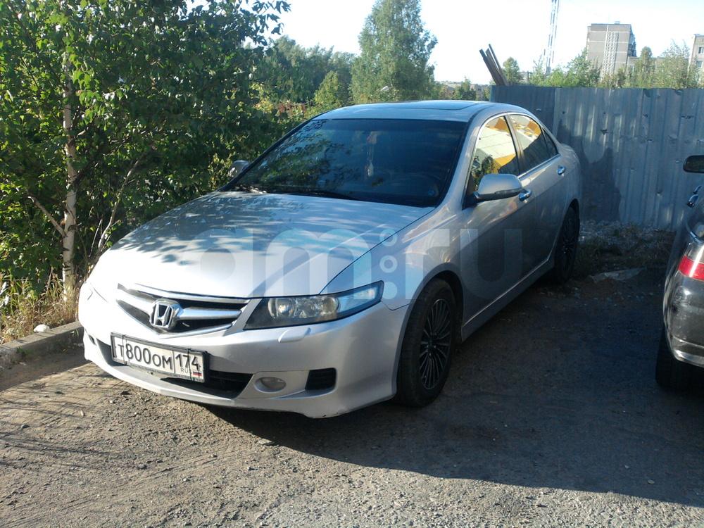 Подержанный Honda Accord, хорошее состояние, серебряный металлик, 2005 года выпуска, цена 390 000 руб. в Челябинской области