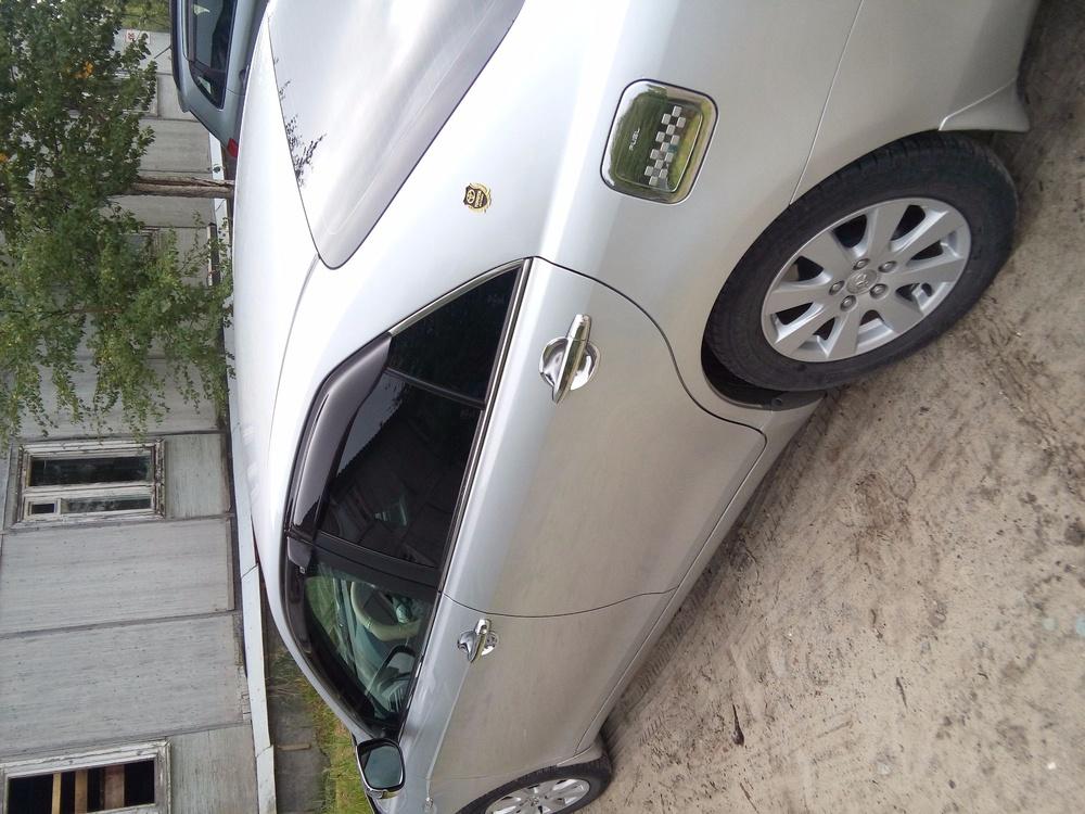 Подержанный Toyota Camry, отличное состояние, серебряный металлик, 2006 года выпуска, цена 630 000 руб. в ао. Ханты-Мансийском Автономном округе - Югре