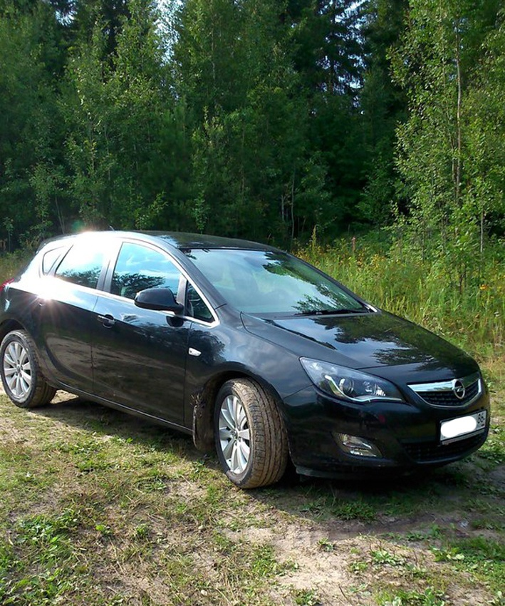Подержанный Opel Astra, отличное состояние, черный металлик, 2011 года выпуска, цена 620 000 руб. в ао. Ханты-Мансийском Автономном округе - Югре