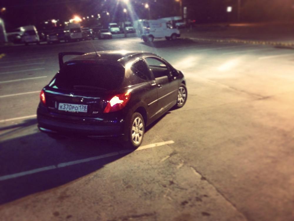 Подержанный Peugeot 207, отличное состояние, черный металлик, 2008 года выпуска, цена 250 000 руб. в Челябинской области