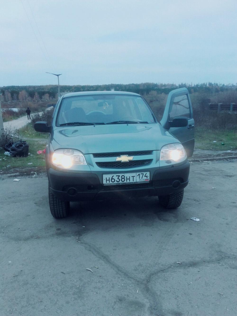 Подержанный Chevrolet Niva, хорошее состояние, серый , 2011 года выпуска, цена 330 000 руб. в Челябинской области