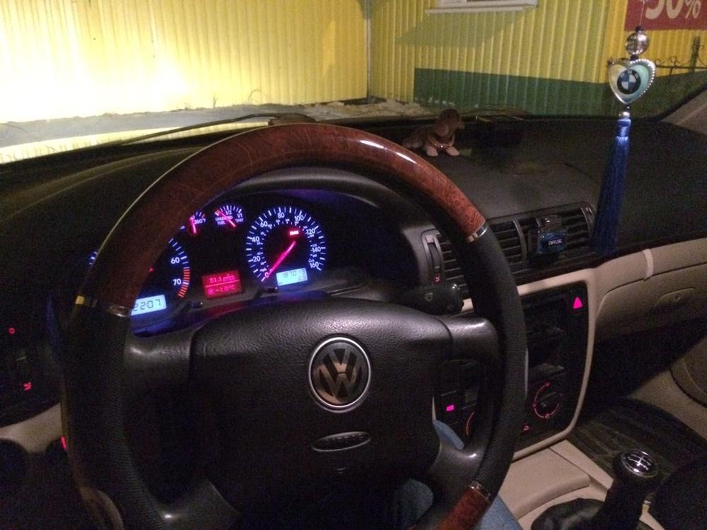 Подержанный Volkswagen Passat, хорошее состояние, мокрый асфальт , 2000 года выпуска, цена 230 000 руб. в ао. Ханты-Мансийском Автономном округе - Югре