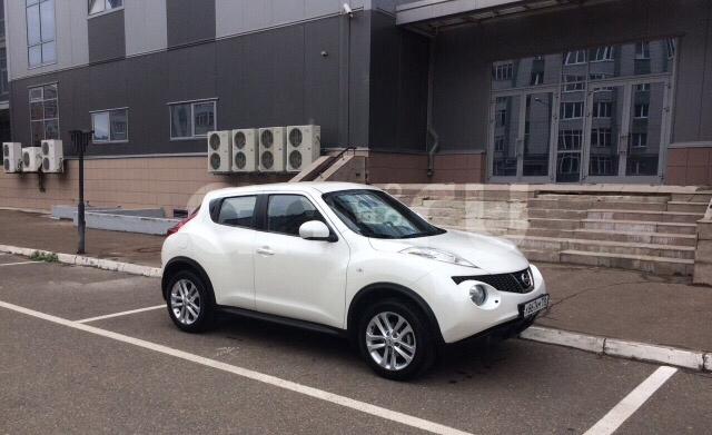 Подержанный Nissan Juke, отличное состояние, белый , 2012 года выпуска, цена 800 000 руб. в ао. Ханты-Мансийском Автономном округе - Югре