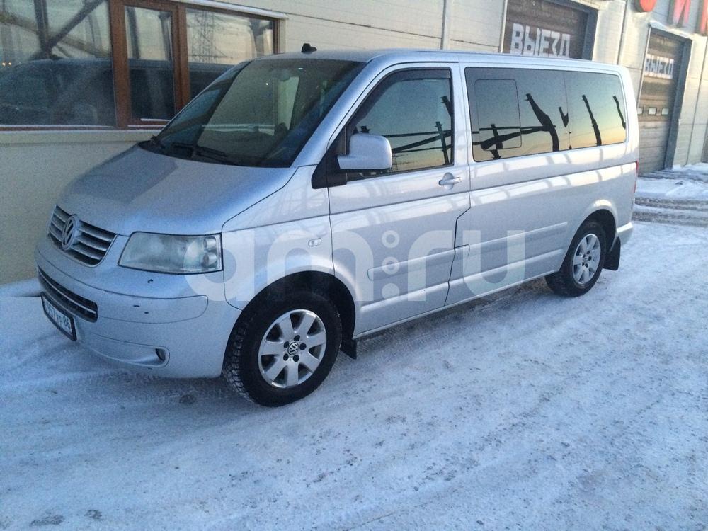 Подержанный Volkswagen Multivan, отличное состояние, серебряный , 2004 года выпуска, цена 700 000 руб. в ао. Ханты-Мансийском Автономном округе - Югре